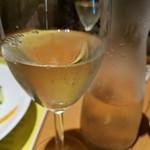 ダイニング ハルコマ - デキャンタ白ワイン