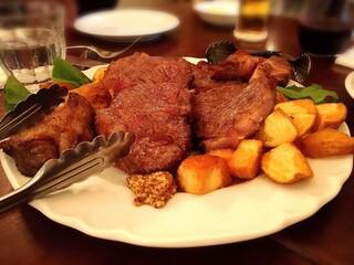 イタリア料理 フィオレンツァ - アンガス牛のビステッカ(4人分)。柔らかくて食べやすいです。