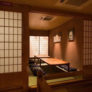 光と影が織りなす、情緒溢れる空間でお食事を。個室有◎
