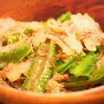 75141164 - 雲南豆腐あんかけ土鍋御飯 890円 の四角豆と白苦瓜のサラダ