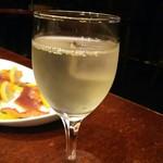 75141345 - グラスワイン白 490円税別