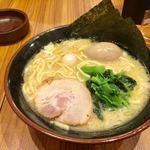壱角家 - 料理写真:味玉ラーメン 790円