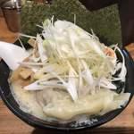 壱八家 - 料理写真:葱塩チャーシュー麺! 雲呑、メンマ、玉葱トッピング! ★★☆☆☆