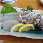 旬鮮館 - 生簀の生きたイカ刺しは3杯で800円
