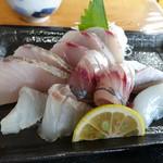 旬鮮館 - 刺身はその日水揚げされた魚と明記してあります