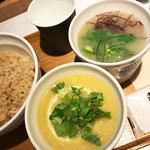 スープストックトーキョーカフェ - 芸術家のレモンと鶏肉のスープ、鯛の胡麻和えと鯛だしのスープ