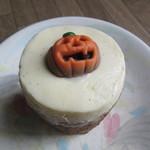 ローズベーカリー - ハロウィーンキャロットケーキ