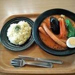 スープカレーハウスしっぽ 矢巾店 - ロングウィンナーのスープカレー(サフランライス付き)