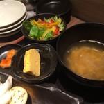 個室肉処 黒べこ亭 - サラダ、スープ、玉子焼き