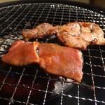 個室肉処 黒べこ亭 - コンロで焼きます