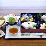 山水 - 京風和定食。京都宇治の名産、茶そばと茶だんご付。