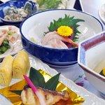 山水 - 四季折々のお食事をご堪能ください。