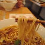 75152453 - 麺は中細麺ストレート麺、加水率は中級  まさかの「麺屋棣鄂(テイガク)」製!