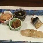 酒処 依屋 - 料理写真:先付け。酒飲みの肴(あて)