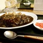 肉食堂 最後にカツ - 料理写真:[2017/09]名物の肉カレー黒(900円)