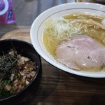 中華そば 真壁六郎太 - 料理写真:しおとチャーシューライス