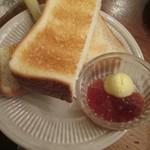 森の中の朝食とカフェの店 キャボットコーヴ - トースト