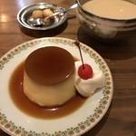 喫茶の坩堝 - 固めのプリン450円、ミルクコーヒー530円。