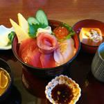 レストランルピナス - サラダバー付 海鮮丼