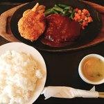 レストラン ニューコザック - 料理写真:カニクリームコロッケ、ハンバーグセット