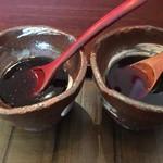 75163158 - 左が赤ワインベース、右が日本酒ベースのソースです。私は赤ワインベースのソースが好みだった