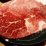 焼肉×食べ放題 豪徳寺 ひゃくてん - はみ出る炙り牛ロース