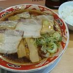 らーめん秋田 ひない軒 - チャーシュー麺と半ライス