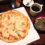 カフェ チョムチョム - ミックスピザ(900円)