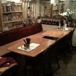 蓮華 - テーブル5組  カウンター5席