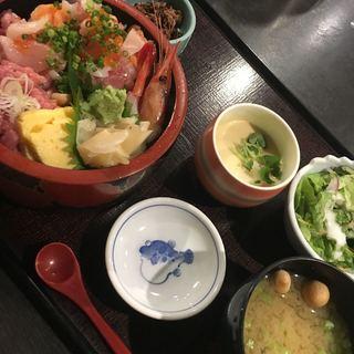 魚耕 荻窪本店 - 山盛りバラちらしランチ1300円