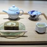 丸八製茶場 syn - 玉露と加賀棒茶ロールケーキ