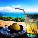 75177721 - マンゴーとココナッツのケーキ、レモングラスティー
