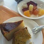 菜食レストラン シャローム - デザートはシンプルなケーキとフルーツとゼリー
