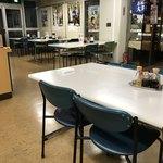 けんちょう食堂 - 客席は200席くらいあります。