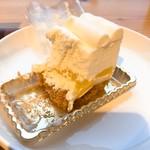 スィーツカフェ リュ プランシパル - 中にパインが入ってます^_^