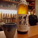 かもふく - 日本酒「男山 生もと純米」(600円/一合)。