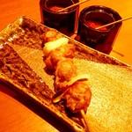 かもふく - 京鴨串焼き「鴨ねぎ」(280円)。ねぎは玉ねぎを使用。