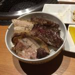 長崎和牛焼肉ぴゅあ - ハラミ豚バラ丼(笑)