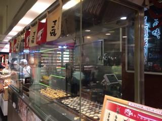 道頓堀くくる 東急百貨店東横店 - 渋谷のフードショウでは一番人気じゃないかな。手頃な価格も一因で、外国人観光客に大人気。