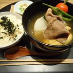 おだし東京 - 野菜の餅巾着と牛肉のお椀