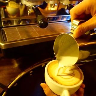 バリスタが丁寧に淹れるスペシャリティコーヒー