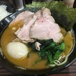 家系ラーメン 教道家 - 料理写真:ちゃーしゅーめん(800円)