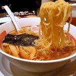 幸楽苑 - 平打ち縮れの多加水熟成麺