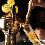 高田屋 - ハイボールタワー! 生ビール製作中