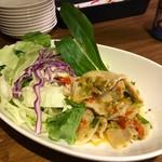タイ屋台料理ナムワン - 薄切り肉の激辛辛辛辛辛サラダ(ムーマナオプリック)