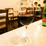 ピッツェリア ノヴァンタノーヴェ - グラス赤ワイン(ピッコ デル ソーレ ファランギーナ)