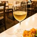 ピッツェリア ノヴァンタノーヴェ - グラス白ワイン(ピッコ デル ソーレ ファランギーナ)