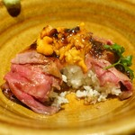 KICHIRI - 贅沢に雲丹をのせたローストビーフトリュフ丼2,100円