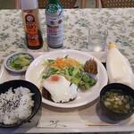 喫茶ケイ - 料理写真:ハンバーグ定食¥700
