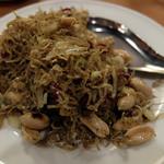 台南担仔麺 - しらすとピーナッツ炒め
